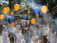 Запуск шариков с пожеланиями мира без войны